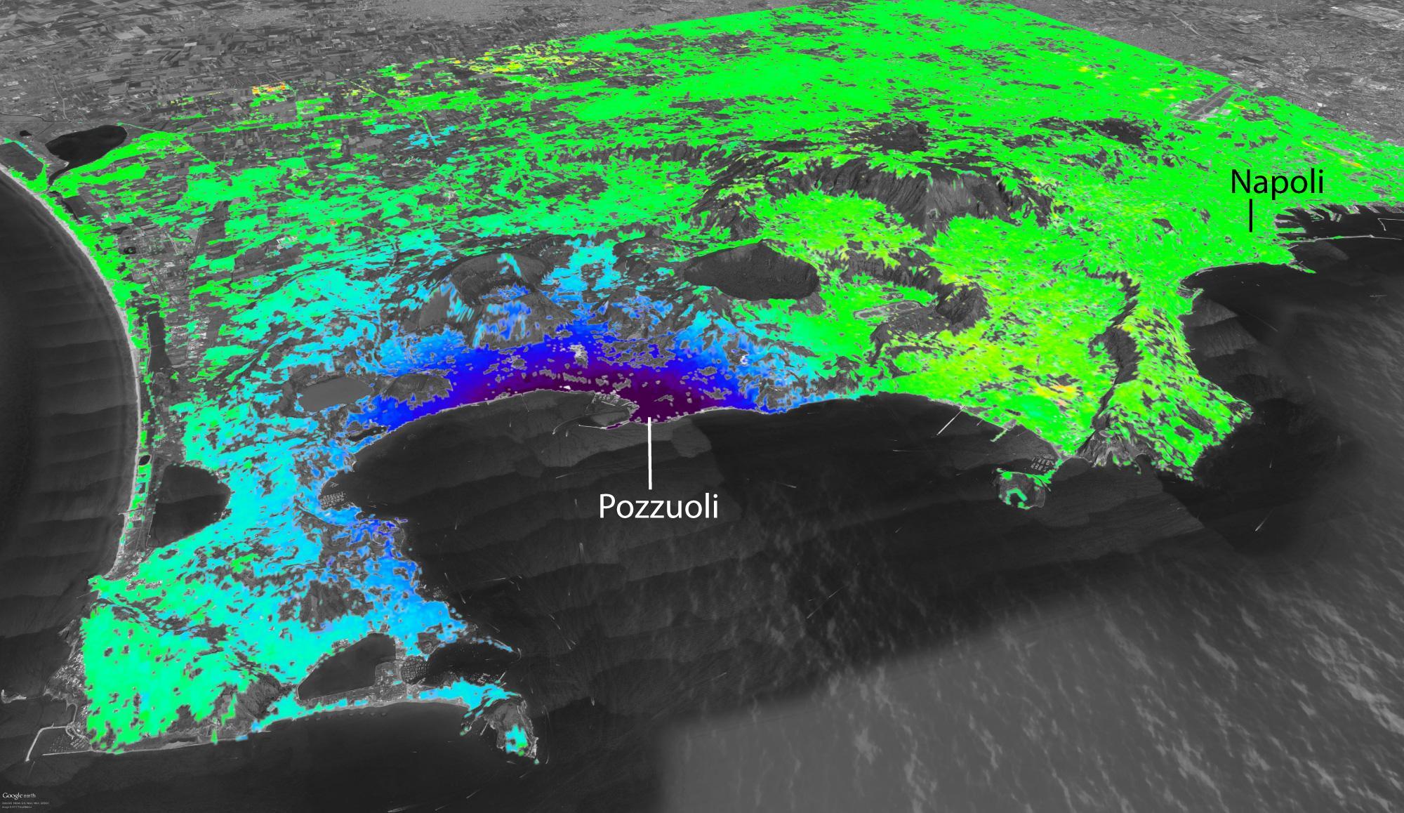 La deformazione del suolo ai Campi Flegrei vista dai satelliti Cosmo-SkyMed. La zona viola, in corrispondenza della città di Pozzuoli, è quella con il maggiore sollevamento (circa 10 cm tra il 2012 ed il 2013). Le zone verdi sono quelli in cui la deformazione è molto piccola